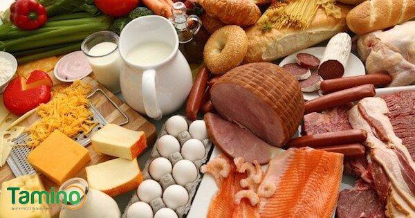 4 nhóm chất cơ bản như tinh bột, protein, chất béo, vitamin và khoáng chất