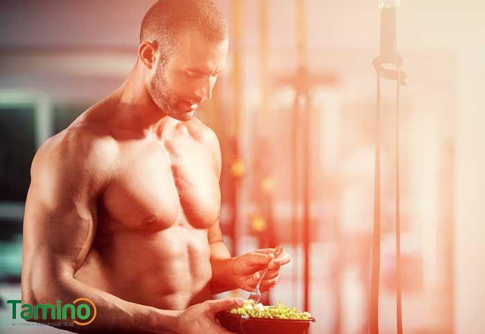 Không nên để bụng quá no hay quá đói trước khi tập luyện