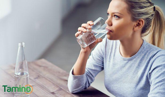 Cung cấp đầy đủ lượng nước cho cơ thể trong ngày