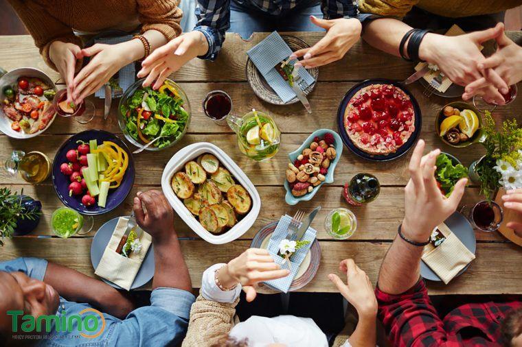 Với bữa trưa, bố mẹ nên kết hợp 4 nhóm chất quan trọng