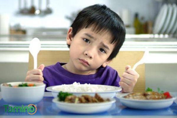 Nguyên nhân khiến bé biếng ăn chậm tăng cân hoặc không tăng cân